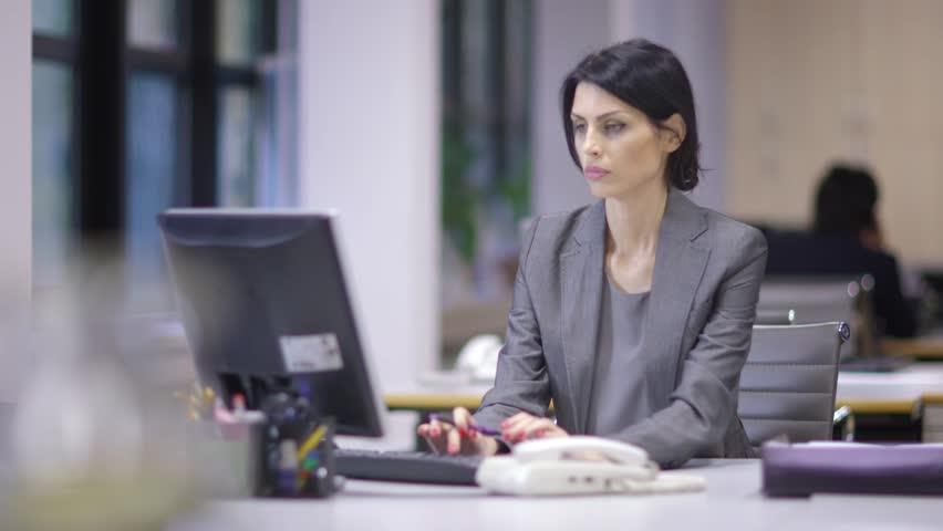 लम्बी ड्यूटी से महिलाओं में बढ़ रहा डिप्रेशन का खतरा