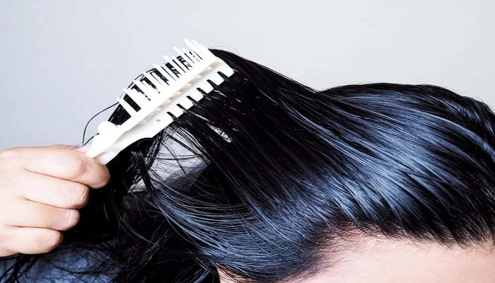 क्या आप भी परेशान है अपने तैलीय बालो से तो अपनाए यह 5 असरदार टिप्स