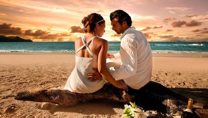 जाने कैसे शादी के बाद में संबंधों में रख सकते है रोमांच बरकरार