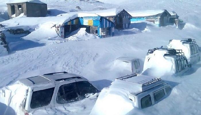 कश्मीर से लेकर हिमाचल के पहाड़ो पर हुई भयंकर बर्फ़बारी