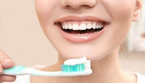 what is the right way to brush your teeth