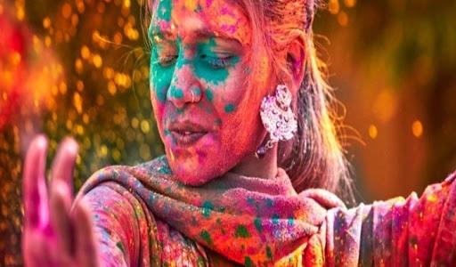 इस बार रंगों का त्योहार, नेचुरल और हर्बल रंगों के साथ