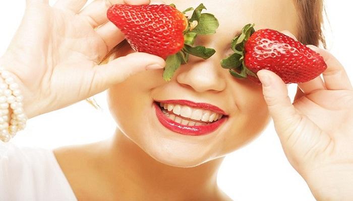 स्ट्रॉबेरी फेस पैक से पाएं सुंदर और ग्लोइंग स्किन